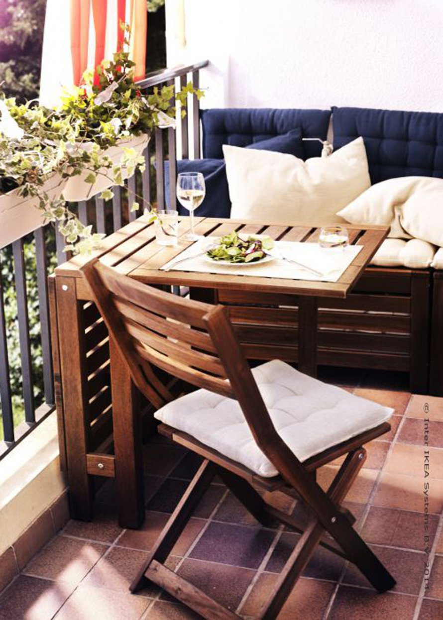 un coin lecture sur mon balcon les p 39 tits mots dits. Black Bedroom Furniture Sets. Home Design Ideas