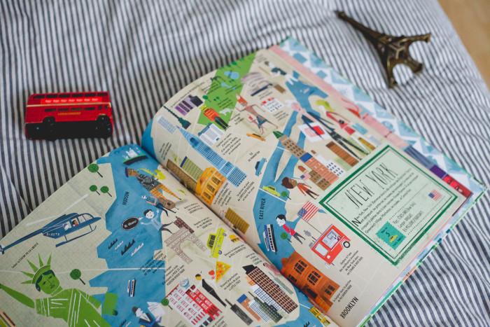 Atlas des villes : Partir en voyage dans son salon.