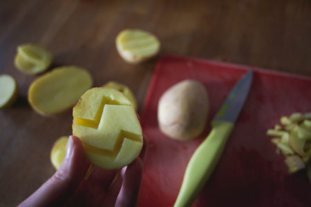 DIY de Pâques : Des patates tranformées en étampes